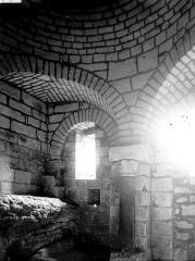 Ancienne abbaye - Eglise Saint-Pierre-et-Saint-Sicaire : Vue intérieure du clocher, en partie basse