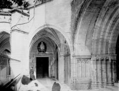 Ancienne abbaye - Cloître : Vue intérieure de la galerie est