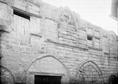 Ancienne abbaye - Bâtiments abbatiaux: fenêtres