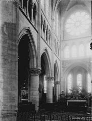 Eglise Saint-Gervais-Saint-Protais - Nef vue de l'entrée