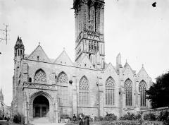 Eglise Notre-Dame du Creisker ou Kreisker - Façade et partie inférieure du clocher