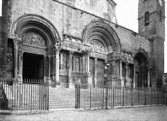 Eglise Saint-Gilles - Façade aux trois portails