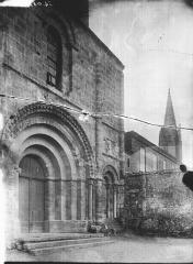 Eglise collégiale Saint-Emilion - Façade ouest: vue diagonale
