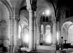 Abbaye Notre-Dame - Eglise : Vue intérieure du déambulatoire et du choeur vers le sud-est