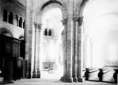 Abbaye Notre-Dame - Eglise : Vue intérieure du transept sud et du choeur vers le nord-est