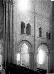 Abbaye Notre-Dame - Eglise : Triforium du transept