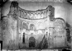 Ancien prieuré Saint-Léonard - Eglise (ruines) : Vue intérieure du choeur, vers l'est