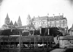Ancienne collégiale Saint-Ours - Vue générale prise de l'est : Eglise et Logis Royal