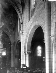 Eglise collégiale Saint-Denis - Travées de la nef