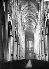 Cathédrale Saint-Gatien - Nef vue de l'entrée