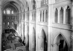 Ancienne abbaye, actuellement hôtel de ville - Nef vue de la tribune