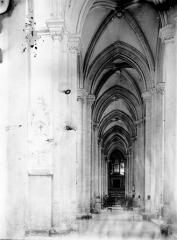 Ancienne abbaye, actuellement hôtel de ville - Bas-côté sud