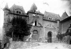 Ancienne abbaye, actuellement hôtel de ville -
