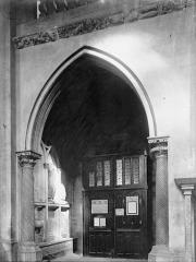 Eglise Saint-Maurice, anciennement cathédrale - Travée et revers d'un portail