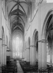 Ancien prieuré Saint-Martin d'Ambierle - Nef vue de l'entrée