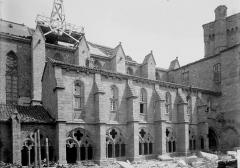 Ancienne abbaye de la Chaise-Dieu - Façade latérale et cloître