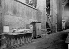 Eglise abbatiale Saint-Robert - Tombeau de Clément VI