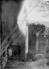 Couvent des Cordeliers  (également sur commune de Charlieu) - Cloître, détail d'angle