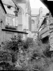 Cathédrale Saint-Pierre Saint-Paul - Partie latérale et ruines