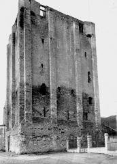 Donjon quadrangulaire, dit Tour de César - Vue d'ensemble