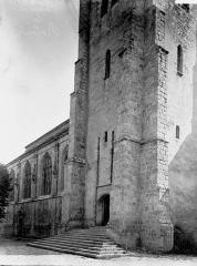 Eglise Saint-Martin et crypte - Base du clocher et partie latérale