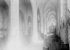 Eglise Saint-Martin et crypte - Vue diagonale de la nef