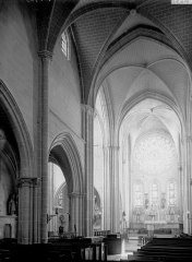 Eglise Saint-Pierre - Nef vue de l'entrée