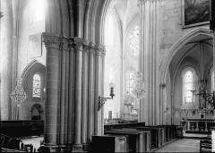 Eglise Saint-Pierre - Vue diagonale, intérieur