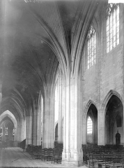 Basilique Notre-Dame - Nef vue de l'entrée