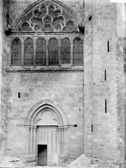 Eglise Notre-Dame - Portail et fenêtre