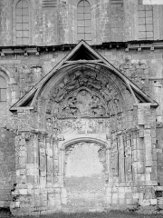 Eglise abbatiale Saint-Benoît - Portail condamné