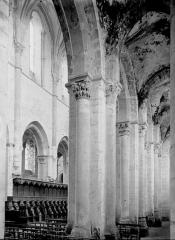 Eglise abbatiale Saint-Benoît - Vue diagonale du choeur