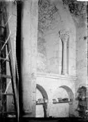 Restes de l'ancienne collégiale Saint-Georges - Arcature, détail intérieur