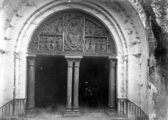 Eglise et son cloître - Eglise : Portail de la façade ouest