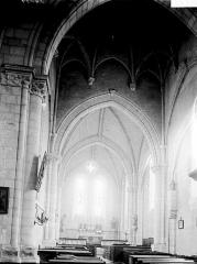 Ancienne abbaye, actuellement hôtel de ville - Nef vue de l'entrée