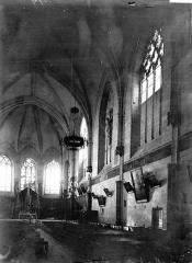 Eglise paroissiale (ancienne chapelle du château) - Nef vue de l'entrée
