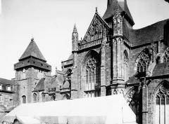 Abbaye bénédictine Notre-Dame d'Evron devenue Couvent de la Charité d'Evron - Façade latérale