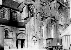 Abbaye bénédictine Notre-Dame d'Evron devenue Couvent de la Charité d'Evron - Partie latérale