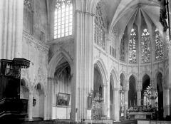 Abbaye bénédictine Notre-Dame d'Evron devenue Couvent de la Charité d'Evron - Croisée et choeur