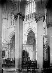 Abbaye bénédictine Notre-Dame d'Evron devenue Couvent de la Charité d'Evron - Déambulatoire et choeur