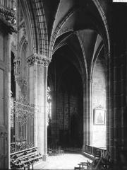 Abbaye bénédictine Notre-Dame d'Evron devenue Couvent de la Charité d'Evron - Déambulatoire