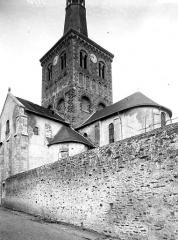 Eglise de la Trinité - Abside, clocher, bras sud du transept