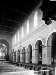 Eglise de la Trinité - Nef vue de l'entrée