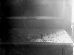 Eglise de la Trinité - Dalle funéraire