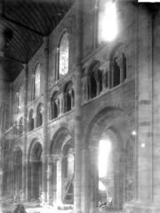 Eglise paroissiale - Chapiteaux et tribunes de la nef