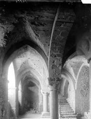 Abbaye et dépendances - Salle de l'Aquilon vue du chemin de ronde