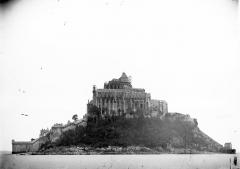 Abbaye et dépendances - Vue générale avant restitution de la flèche
