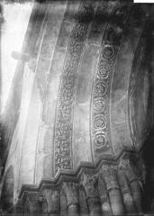 Eglise Notre-Dame - Portail, détail d'archivolte