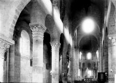 Eglise Saint-Nectaire - Nef vue de l'entrée