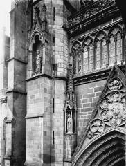 Cathédrale Notre-Dame - Pignon, galerie et contrefort